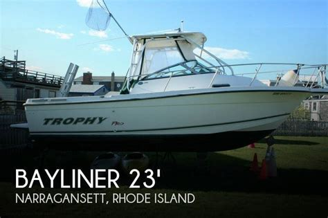 Outboard Motors For Sale Rhode Island by For Sale Used 2003 Bayliner 2352 Trophy In Narragansett