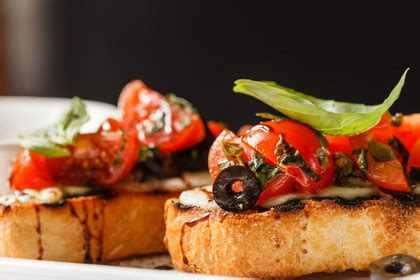recette bruschetta tomates mozzarella  ail noir