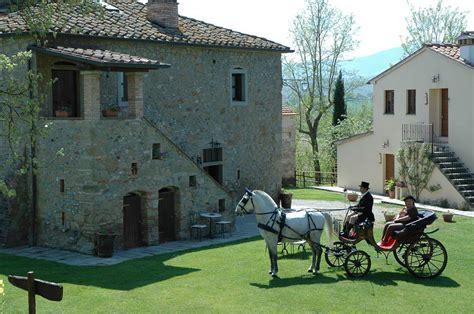 carrozza con cavalli agriturismo con cavalli escursioni a cavallo in toscana