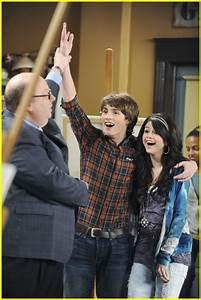 Selena Gomez Gets A Boyfriend!   Photo 353160 - Photo ...