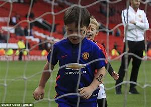Manchester United's Wayne Rooney takes sons Kai and Klay ...