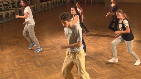 Jēkabpilī norisinās ielu deju meistarklases - YouTube
