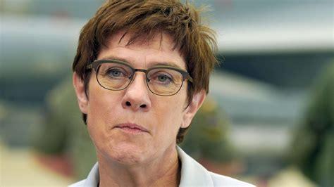 Sep 04, 2021 · after the federal election: CDU-Vorsitzende Annegret Kramp-Karrenbauer (AKK) will ...