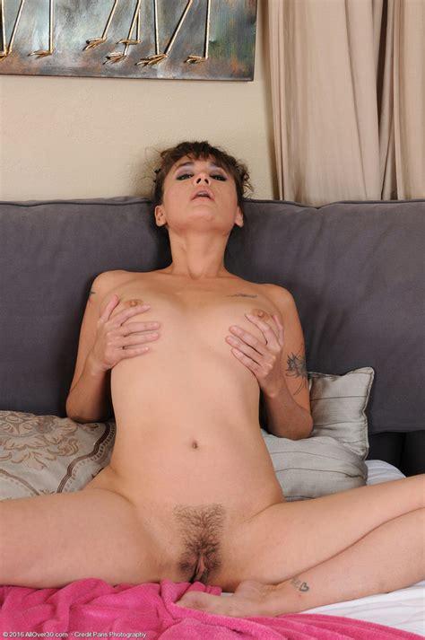 Sexy Milf Jade Martin Hsu Spreading Her Holes Of