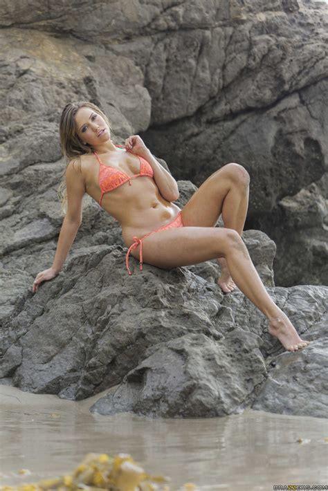 Bikini Babe Mia Malkova Shows Her Butt On A Beach 1 Of 2