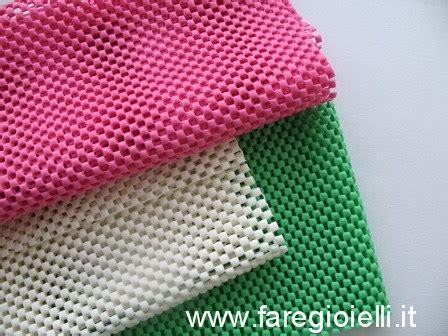 tappeti in plastica riciclo creativo plastica collane antiscivolo