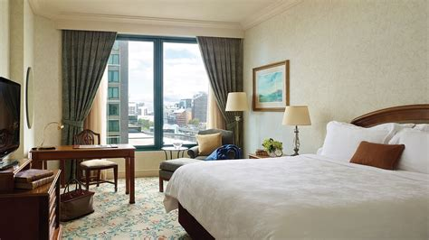 Rooms : Luxury Superior Hotel Room Melbourne