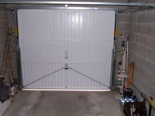 isoler sa porte de garage amenagement des combles