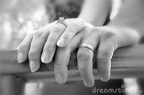 COUPLES HOLDING HANDS - IXI CREATIONS