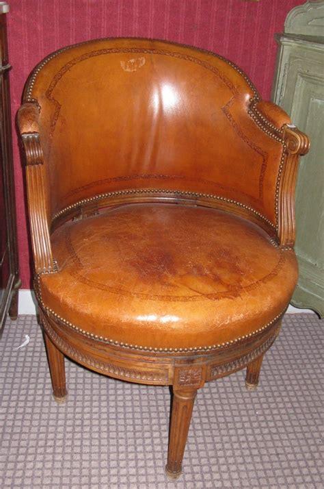 fauteuil de bureau ancien un fauteuil de bureau à assise tournante d 39 époque louis
