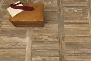 Boden Mit Authentisch Wirkenden Fliesen In Holz Optik