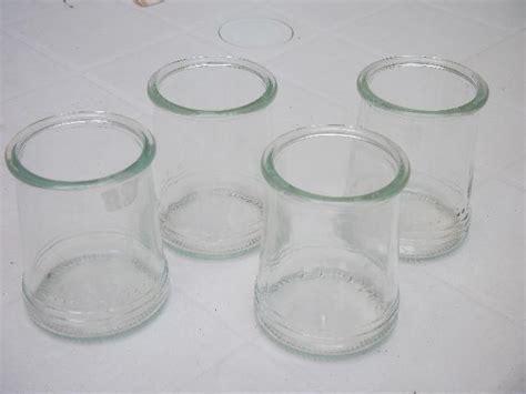 photo donnons petits pots de yaourts en verre vides et