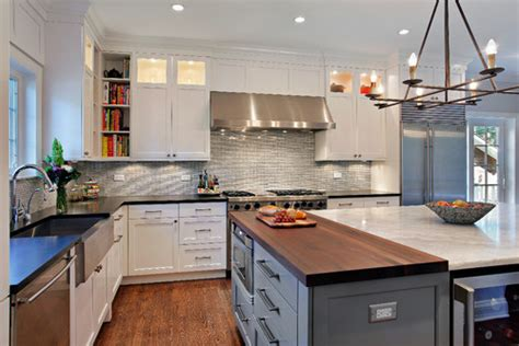 tall   ceilings andupper cabinets