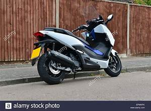 Honda 125 Scooter : honda forza 125 scooter stock photo 82928226 alamy ~ Medecine-chirurgie-esthetiques.com Avis de Voitures