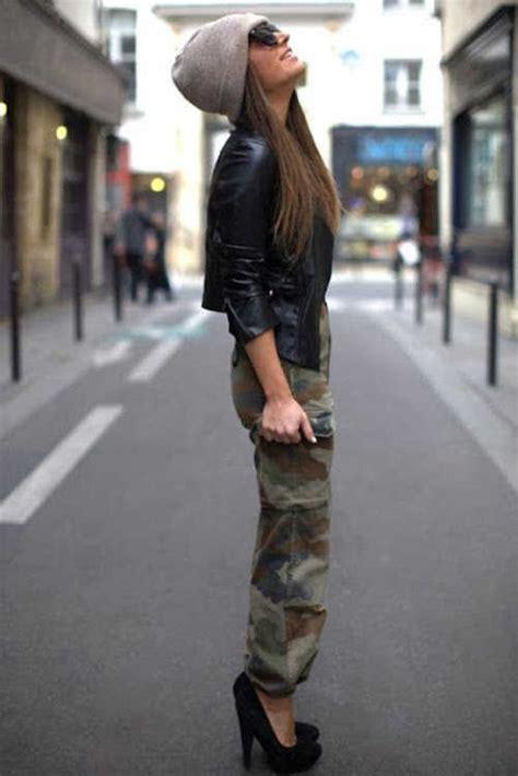 Pantalones militares u00a1Cu00f3mo combinarlos y seguir la tendencia! | Web de la Moda