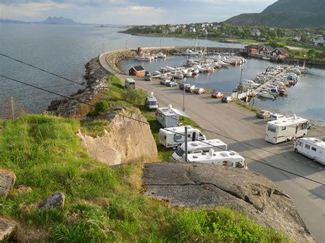 norwegen wohnmobil mieten am leuchtturm wohnmobil auf kleine insel zug 228 nglich 252 ber