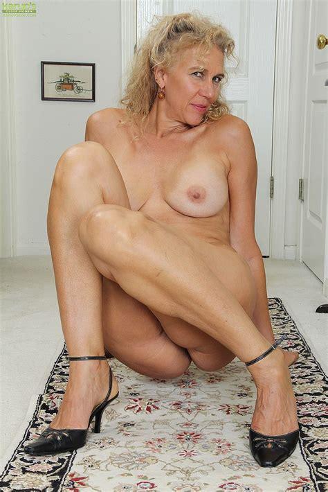Mature Blondie Cally Jo Polish Her Pearl Milf Fox