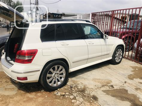 Reverse camera, navigation system, bluetooth technology, power booth, voice command, alloy wheels, leather seat. Mercedes-Benz GLK-Class 2011 350 4MATIC White in Ikeja - Cars, MILANO MOTORS | Jiji.ng