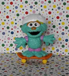 Muppets Sesame Street Rosita Skating PVC Figure