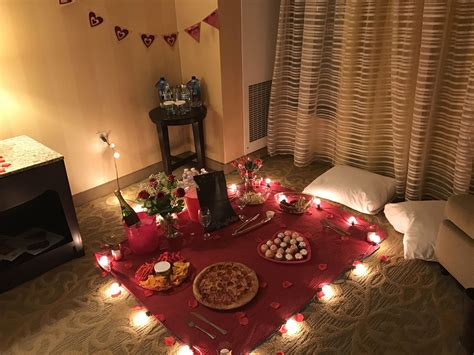 Even though i actually enjoy spending time with him… date nights had fallen through the cracks. Valentine's Day picnic idea for boyfriend | Beautiful ...