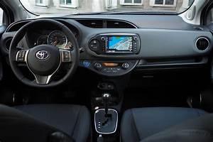 Toyota Yaris Hybride Avis : essai toyota yaris restyl e ~ Gottalentnigeria.com Avis de Voitures