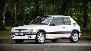 Peugeot Classic : peugeot 205 gti raises eyebrows at silverstone classic ~ Melissatoandfro.com Idées de Décoration