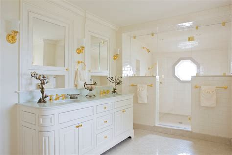 using gold for bathroom decorating