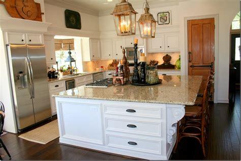 lighting for small kitchen kitchen cabinets and walls shoji white sw 7040 183 trim 7043