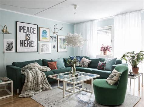 canapé velours vert inspirations pour un canapé en velours joli place