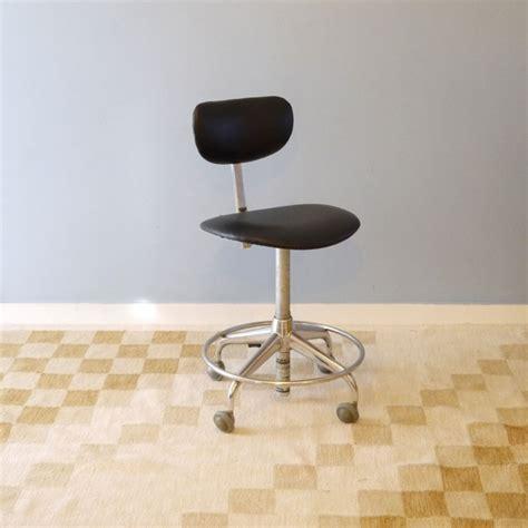 chaise de bureau antique chaise bureau vintage industrielle roulettes la maison retro