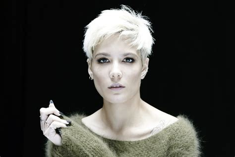 Halsey Pictured Snorting Coke On A Yacht During New Year's Day Party
