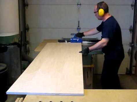 fixer un meuble de cuisine au mur comment fabriquer un caisson d 39 armoire