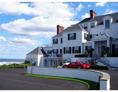 Taylor Swift Buys Oceanfront Manse In Rhode Island