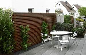 Moderne Gartengestaltung Mit Holz : holzlamellen als sichtschutz modern geniesser garten sichtschutz nowaday garden ~ Eleganceandgraceweddings.com Haus und Dekorationen