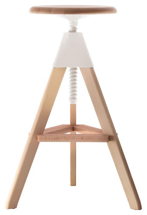 tabouret haut en bois best tabouret haut réglable tom pivotant bois plastique