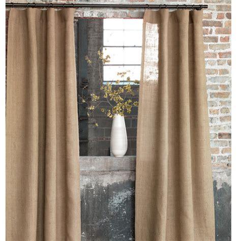 rideau de fenetre de chambre décorer avec de la toile de jute pour créer un style