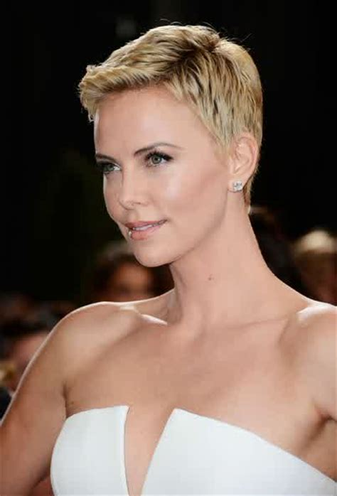 Celebrity Hairstyles: Charlize Theron Short Pixie Blonde