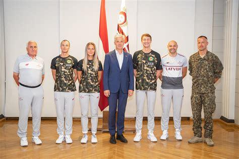 Vēlot veiksmi un veselību, Pabriks pavada NBS olimpiešus ...