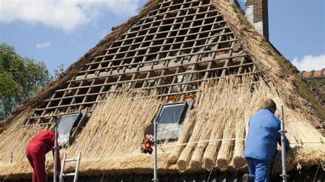 comment faire un toit de chaume bricolage maison jardin