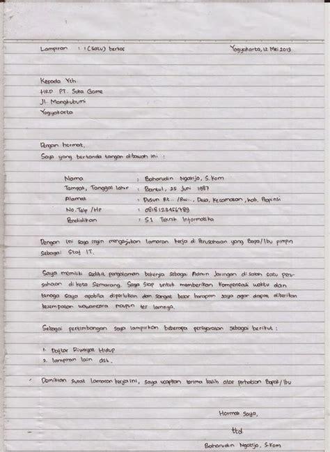 membuat lamaran kerja tulis tangan  baik benar