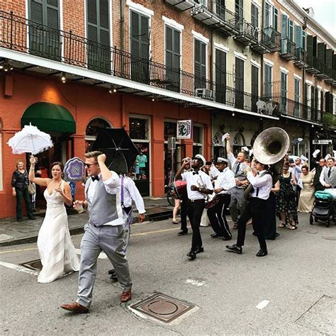 Welcome to NAwlins! An impromptu wedding parade down the ...