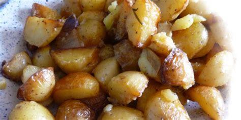 cuisiner des pommes de terre nouvelles pommes de terre nouvelles à l 39 ail et lard je cuisine mon