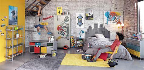canapé déco déco chambre ado sur le thème skateboard