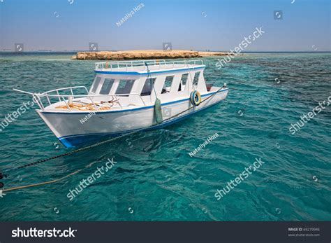 Snorkeling Boat Close Coral Reef Stock Photo 69279946