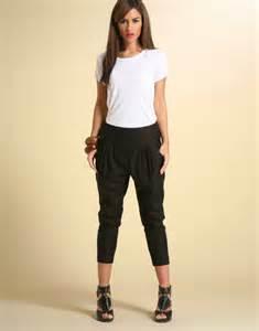 Black Harem Pants Outfits for Women