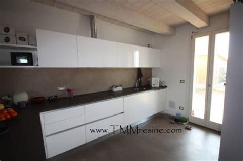 Rivestimento in resina Cucina : (Faenza)