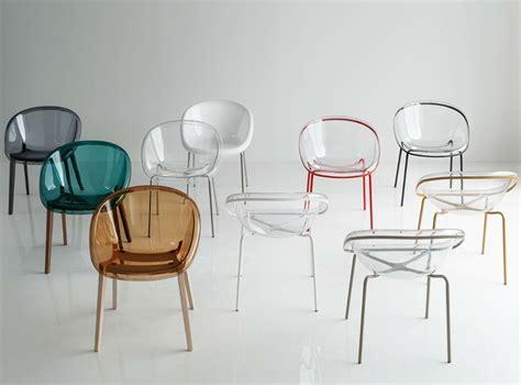 chaise bois et metal chaise moderne design bloom en plastique transparent et piètement métal ou bois designée par