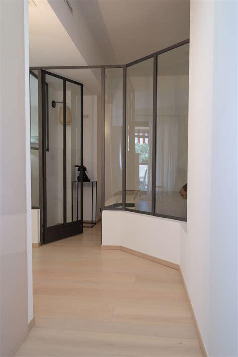 couloir avec verriere interieure appartement de