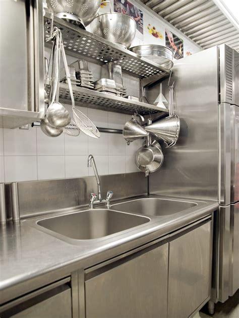 comment nettoyer inox cuisine comment nettoyer l inox sans trace 28 images comment