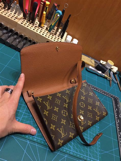 price louis vuitton  women vintage envelope bag